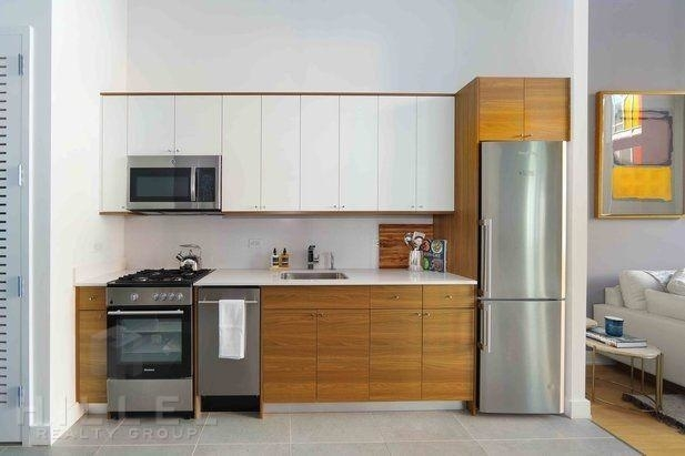 2 Bedrooms, Long Island City Rental in NYC for $5,862 - Photo 2