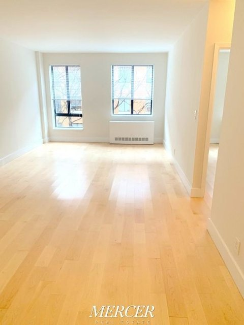 1 Bedroom, Hell's Kitchen Rental in NYC for $3,325 - Photo 2