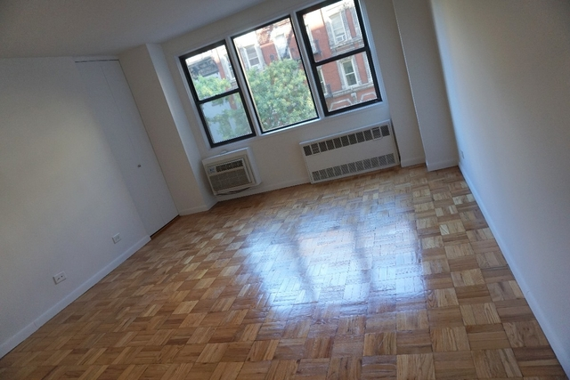 3 Bedrooms, Gramercy Park Rental in NYC for $5,195 - Photo 2