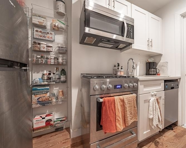 2 Bedrooms, Hell's Kitchen Rental in NYC for $3,400 - Photo 2