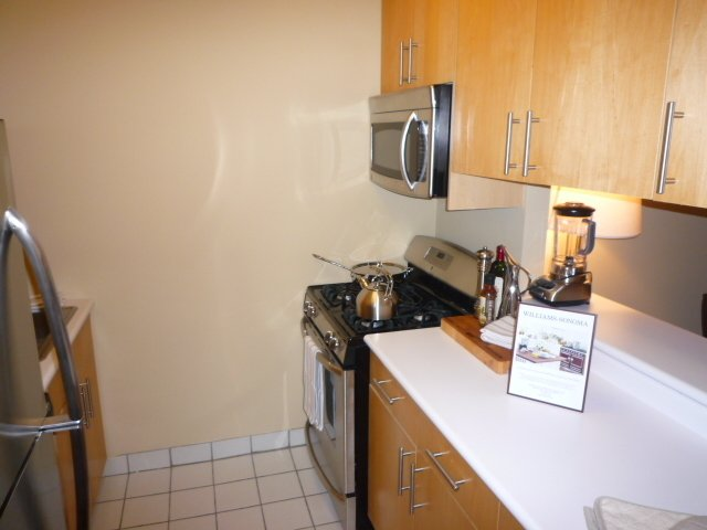 2 Bedrooms, Sutton Place Rental in NYC for $4,200 - Photo 2