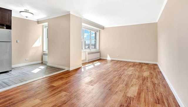 3 Bedrooms, Hell's Kitchen Rental in NYC for $5,300 - Photo 2