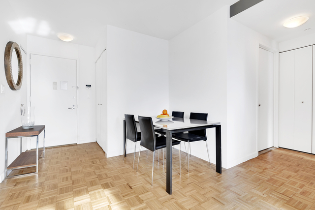 1 Bedroom, Hell's Kitchen Rental in NYC for $5,905 - Photo 2