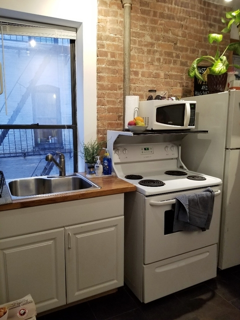 3 Bedrooms, Upper East Side Rental in NYC for $2,795 - Photo 1