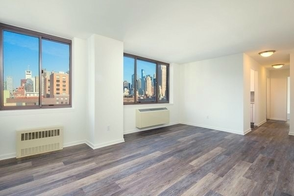 2 Bedrooms, Hell's Kitchen Rental in NYC for $6,320 - Photo 1