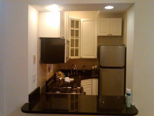 3 Bedrooms, Hell's Kitchen Rental in NYC for $3,900 - Photo 1