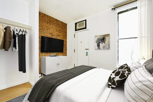 3 Bedrooms, Hell's Kitchen Rental in NYC for $4,350 - Photo 2