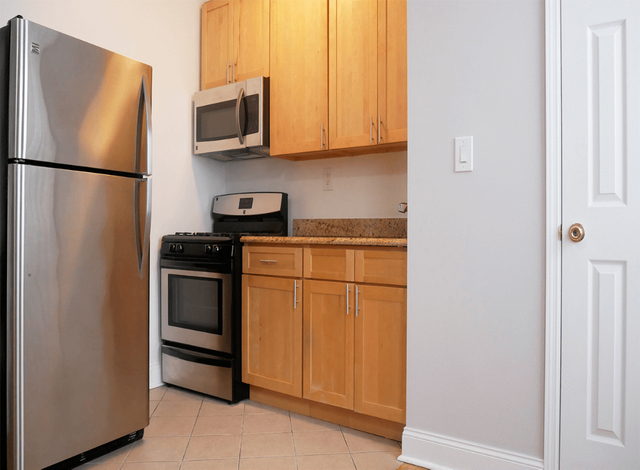 1 Bedroom, Washington Heights Rental in NYC for $1,595 - Photo 2