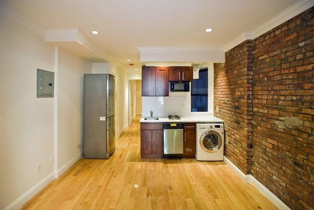 2 Bedrooms, Alphabet City Rental in NYC for $4,000 - Photo 2