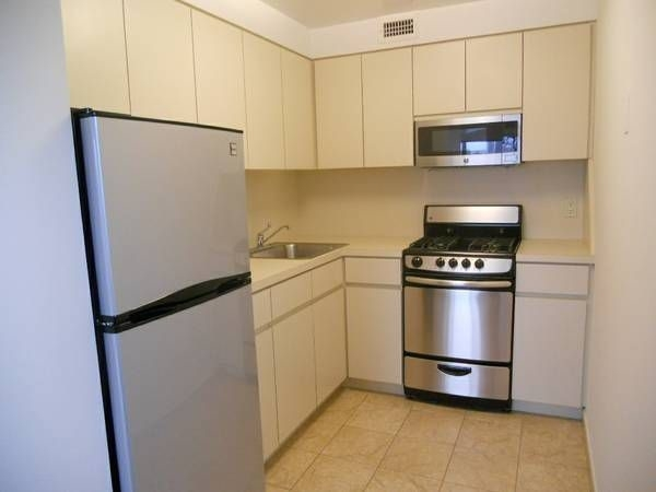 2 Bedrooms, Astoria Rental in NYC for $2,425 - Photo 2