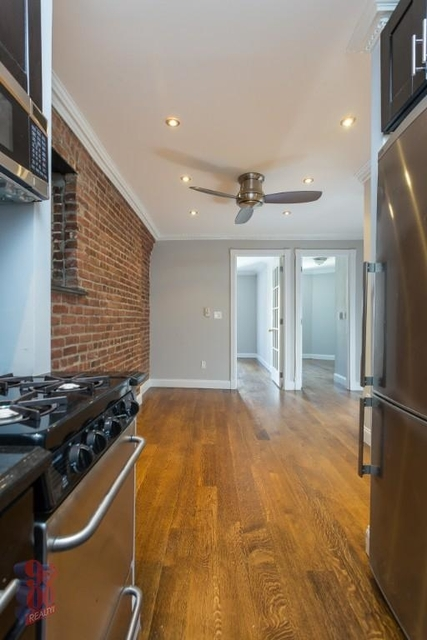 3 Bedrooms, Hell's Kitchen Rental in NYC for $5,295 - Photo 2