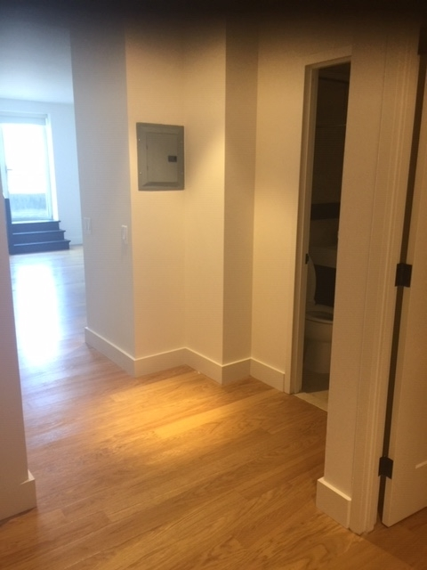2 Bedrooms, Financial District Rental in NYC for $4,025 - Photo 2