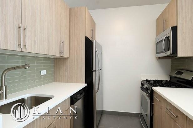 Studio, Financial District Rental in NYC for $5,600 - Photo 2