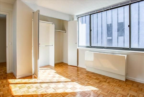 2 Bedrooms, Hell's Kitchen Rental in NYC for $5,617 - Photo 1