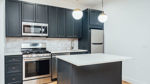 3 Bedrooms, Greenpoint Rental in NYC for $4,395 - Photo 1
