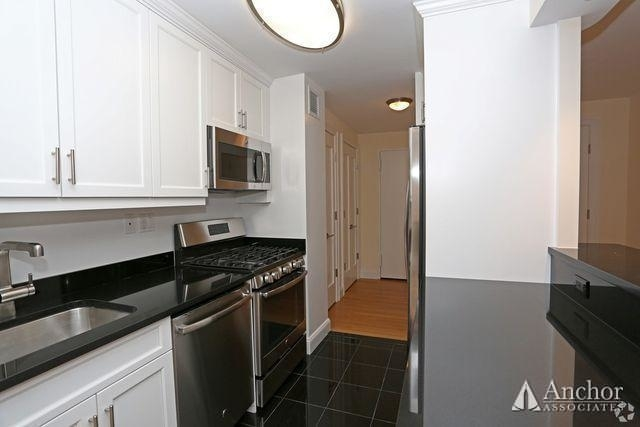 1 Bedroom, Lincoln Square Rental in NYC for $5,800 - Photo 2