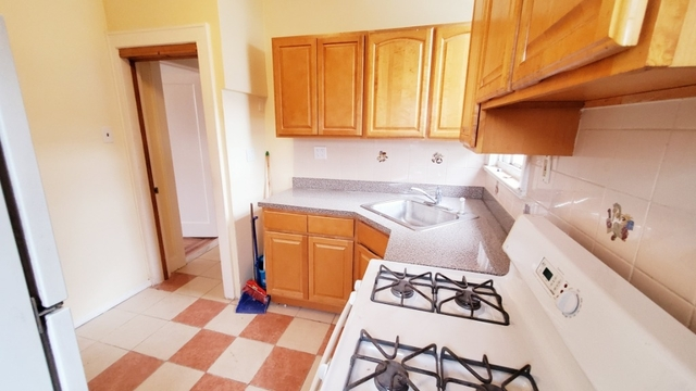 2 Bedrooms, Olinville Rental in NYC for $1,900 - Photo 2