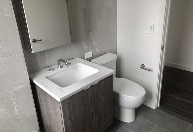 2 Bedrooms, Hell's Kitchen Rental in NYC for $4,585 - Photo 2