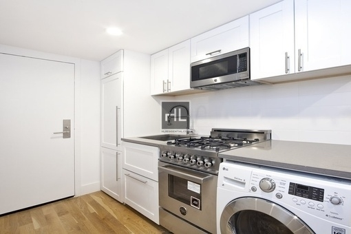 2 Bedrooms, Gramercy Park Rental in NYC for $5,575 - Photo 2