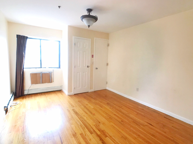 2 Bedrooms, Bedford Park Rental in NYC for $2,030 - Photo 2