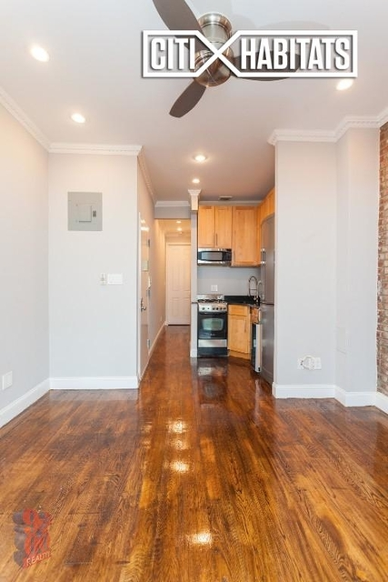 2 Bedrooms, Hell's Kitchen Rental in NYC for $3,520 - Photo 2