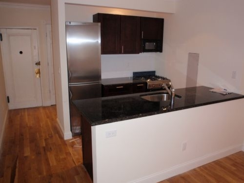 1 Bedroom, Yorkville Rental in NYC for $2,841 - Photo 2