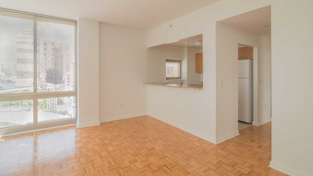 2 Bedrooms, Hell's Kitchen Rental in NYC for $5,197 - Photo 2