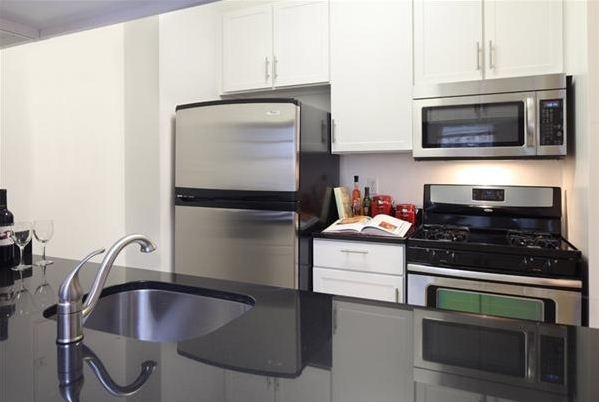 2 Bedrooms, Financial District Rental in NYC for $6,831 - Photo 1