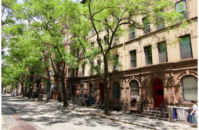 3 Bedrooms, Yorkville Rental in NYC for $2,900 - Photo 1