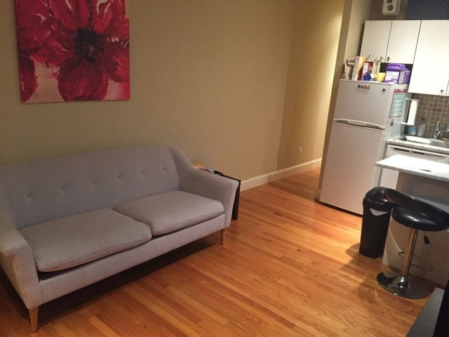 3 Bedrooms, Turtle Bay Rental in NYC for $4,250 - Photo 2