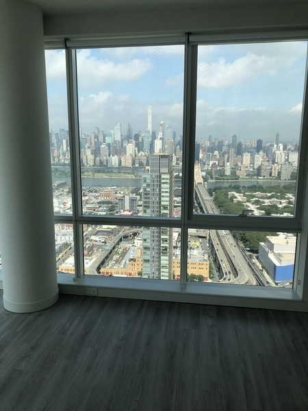 Studio, Long Island City Rental in NYC for $5,000 - Photo 2