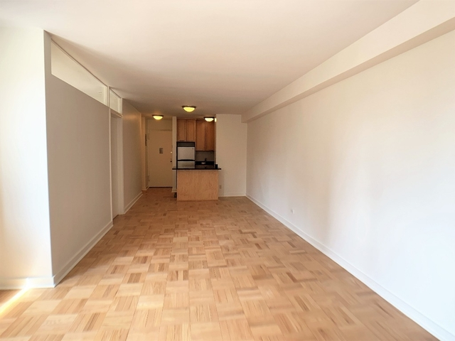 1 Bedroom, Yorkville Rental in NYC for $3,300 - Photo 2