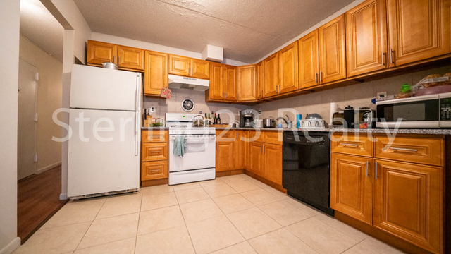 2 Bedrooms, Astoria Rental in NYC for $2,700 - Photo 1