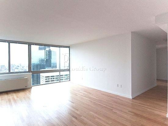 2 Bedrooms, Financial District Rental in NYC for $6,300 - Photo 2