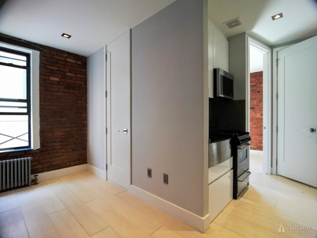 3 Bedrooms, Hell's Kitchen Rental in NYC for $4,888 - Photo 2