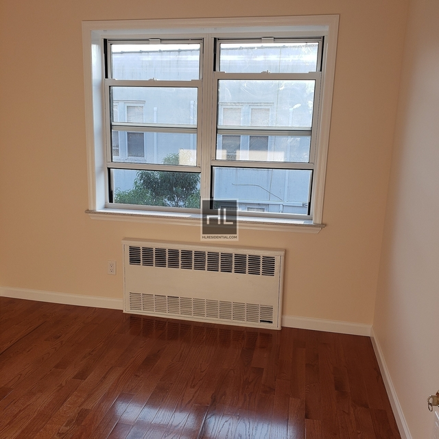 2 Bedrooms, Gravesend Rental in NYC for $1,800 - Photo 2