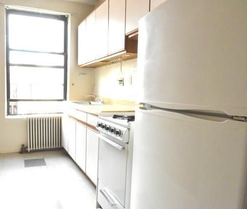 3 Bedrooms, Yorkville Rental in NYC for $2,850 - Photo 2