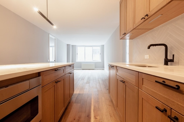 3 Bedrooms, Hell's Kitchen Rental in NYC for $6,997 - Photo 2