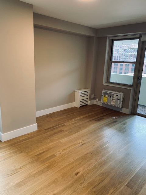 2 Bedrooms, Tribeca Rental in NYC for $5,420 - Photo 2