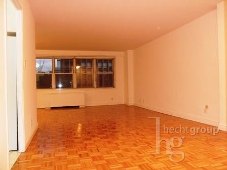 3 Bedrooms, Gramercy Park Rental in NYC for $5,399 - Photo 2