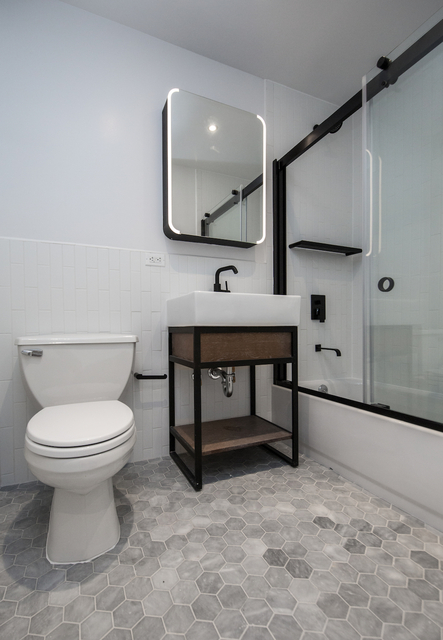 3 Bedrooms, Two Bridges Rental in NYC for $7,249 - Photo 2