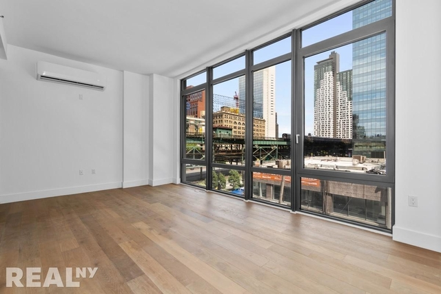 4 Bedrooms, Long Island City Rental in NYC for $4,950 - Photo 2