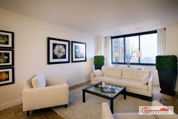 2 Bedrooms, Yorkville Rental in NYC for $3,140 - Photo 1
