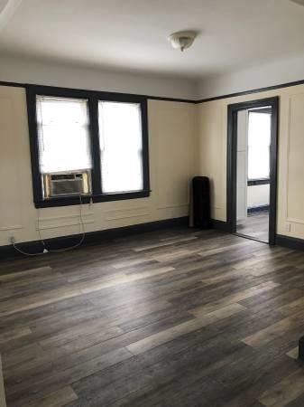 3 Bedrooms, Astoria Heights Rental in NYC for $2,700 - Photo 2