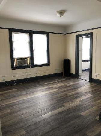 3 Bedrooms, Astoria Heights Rental in NYC for $2,700 - Photo 2