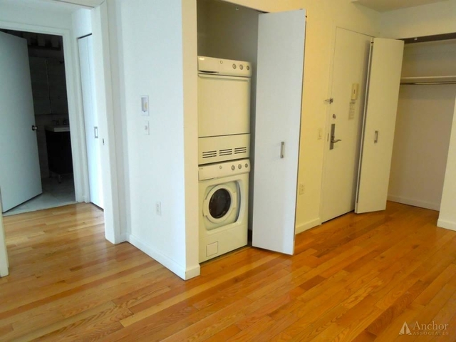 2 Bedrooms, Garment District Rental in NYC for $5,195 - Photo 2