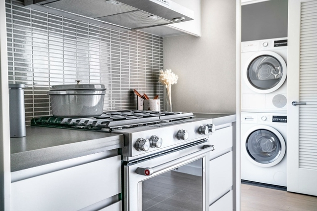 1 Bedroom, Greenpoint Rental in NYC for $3,296 - Photo 2