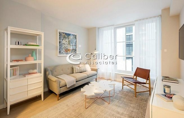 2 Bedrooms, Hell's Kitchen Rental in NYC for $4,300 - Photo 2