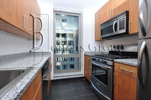2 Bedrooms, Financial District Rental in NYC for $6,120 - Photo 2