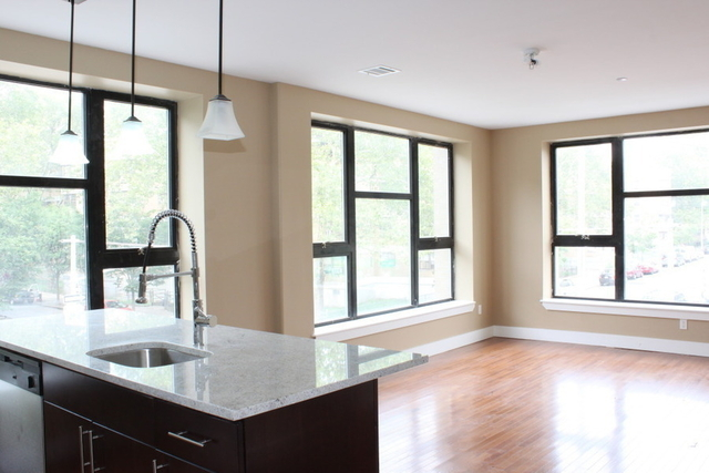 2 Bedrooms, East Williamsburg Rental in NYC for $4,000 - Photo 1